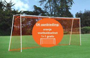 Oranje voetbaldoelnet bal in midden